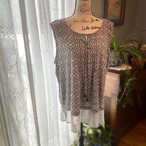 🌻EUC Black/white floral print sleeveless tunic